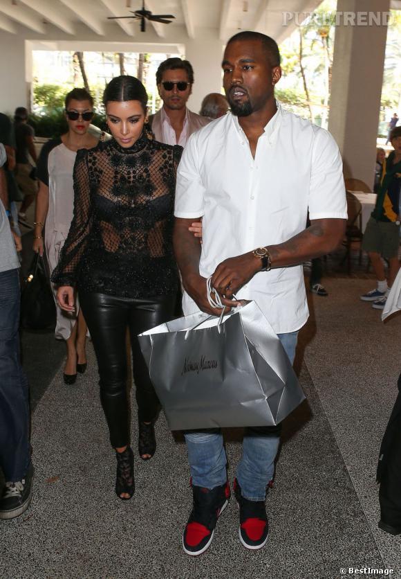 Kim Kardashian et Kanye West à Miami. Depuis qu'elle est en couple, elle laisse sa famille derrière elle.