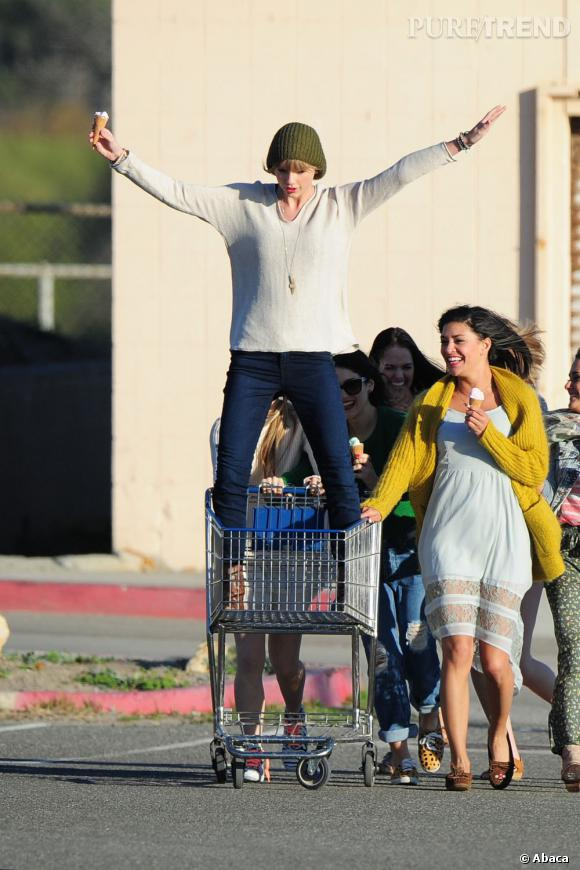 Taylor Swift sur le tournage de son clip 22 à Malibu le 11 février 2013.