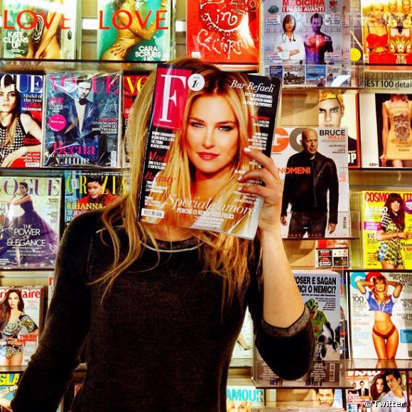 Bar Refaeli fait elle-même la publicité de sa dernière couverture !