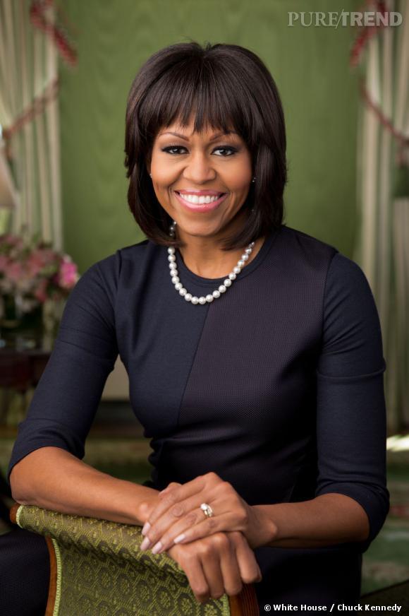 Nouveau portrait officiel de la First Lady Michelle Obama par Chuck Kennedy. Elle porte une robe Reed Krakoff.