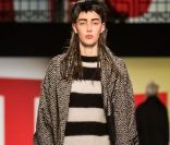 Fashion Week de Paris : Jean Paul Gaultier Salle Wagram, la chaussure criniere de Loewe...
