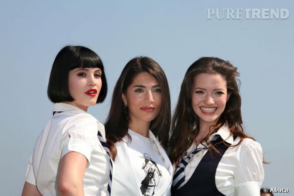 """A Cannes lors du festival, Gemma Arterton se transforme en Uma Turman dans """"Pulp Fiction"""", adoptant le fameux carré court des pin-ups."""