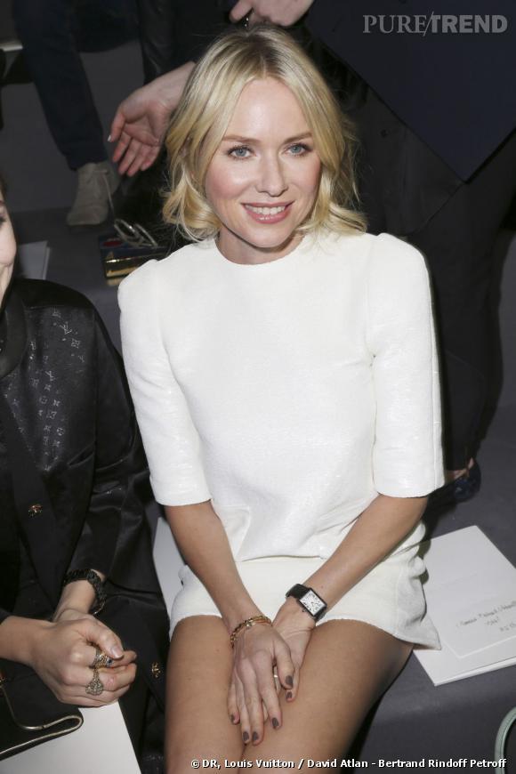 Naomi Watts front row chez Louis Vuitton.