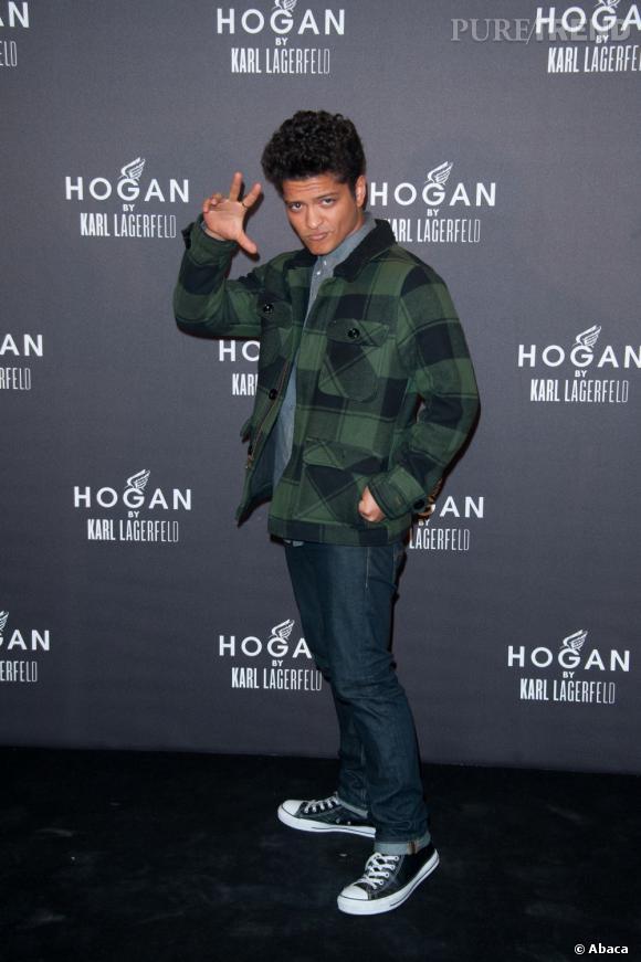 Bruno Mars peut cultiver un style plus cool, mais il n'oublie pas de soigner sa coiffure.