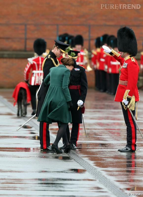 Kate Middleton, ses talons s'emmêlent à la Saint Patrick.