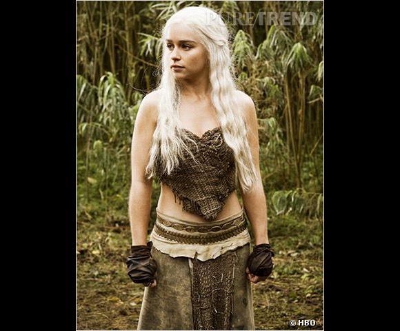 """Les secrets de la coiffure d'Emilia Clarke dans """"Game of Thrones""""."""