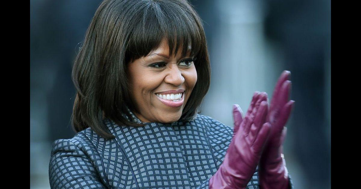 la frange de michelle obama est sa crise de la cinquantaine mais la premi re dame semble s 39 tre. Black Bedroom Furniture Sets. Home Design Ideas