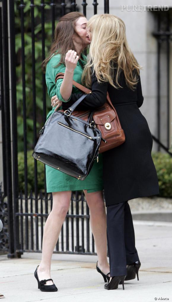Anne Hathaway et Kate Hudson suivent la tendance pour les besoins d'un film.