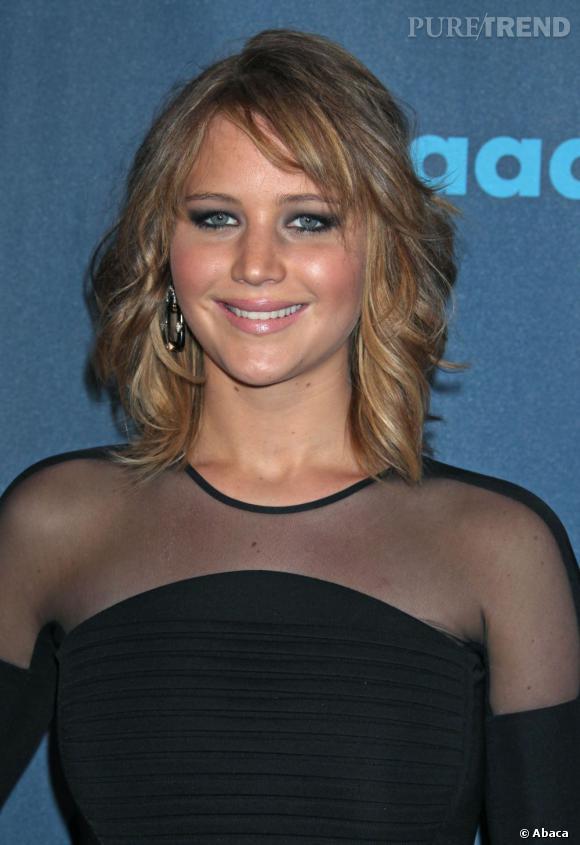 Jennifer Lawrence adopte le carré, la coiffure de l'année.