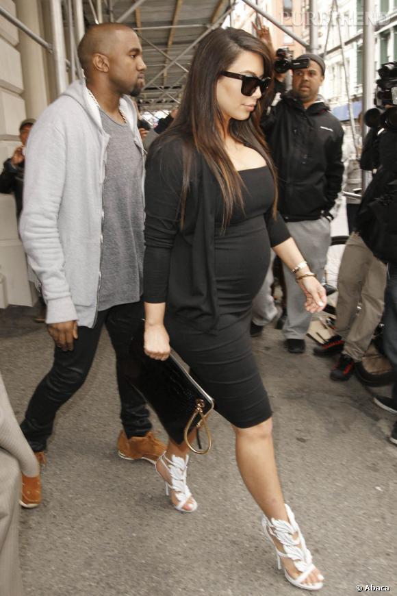 Kim Kardashian en pleine séance shopping à New York avec son petit Kanye West.