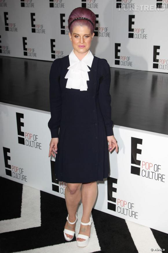 Kelly Osbourne porte une robe qui ne met pas en valeur ses formes.