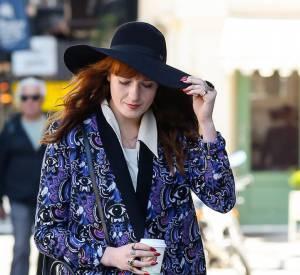 Florence Welch porte un imprimé yeux étrange et baroque.