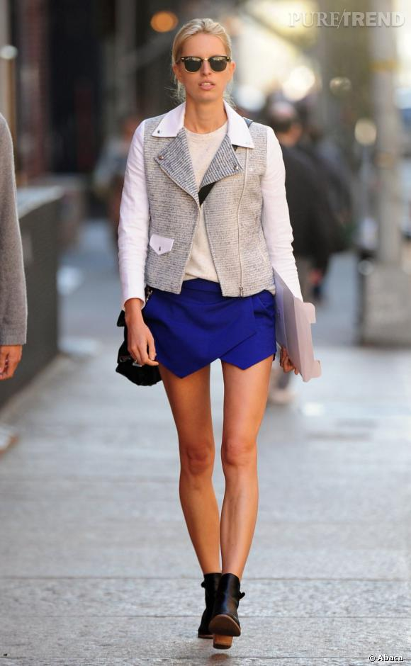 Karolina Kurkova en pleine promenade mode dans TriBeCa, à New York.