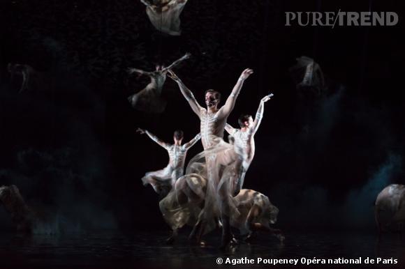 Riccardo Tisci signe les costumes du ballet Boléro de Ravel à l'Opéra de Paris.