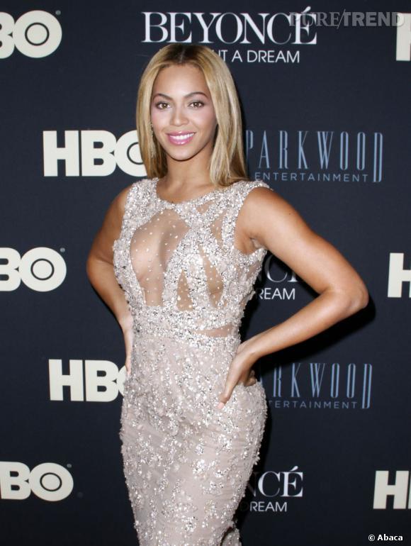 Beyoncé sait aussi jouer des transparences pour un rendu très sexy.