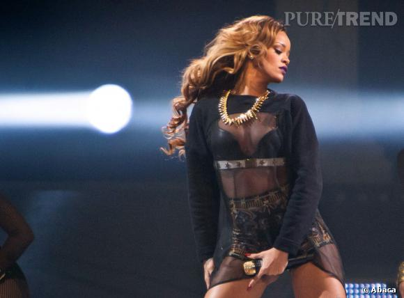 Rihanna, 3e place et sensuelle pendant un concert.