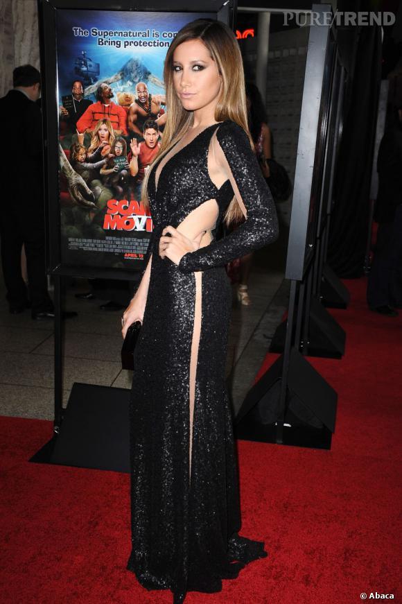 Ashley Tisdale et une robe un brin dénudée.