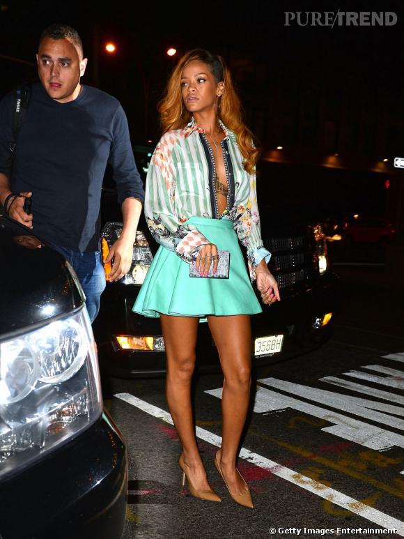 Rihanna porte une tenue dans les tons menthe et nude pour aller manger au restaurant italien, à New York, le 8 mai 2013.