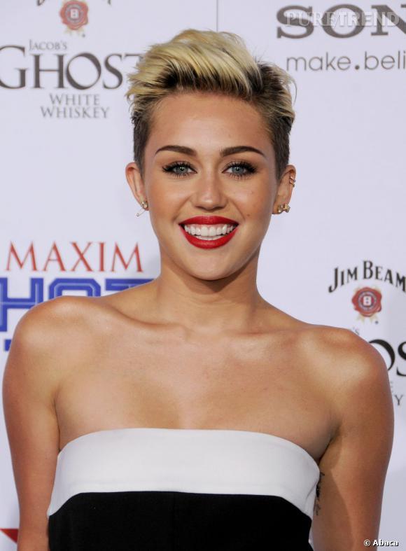 Miley Cyrus, très élégante pour représenter sa première place du classement des femmes les plus sexy selon Maxim.