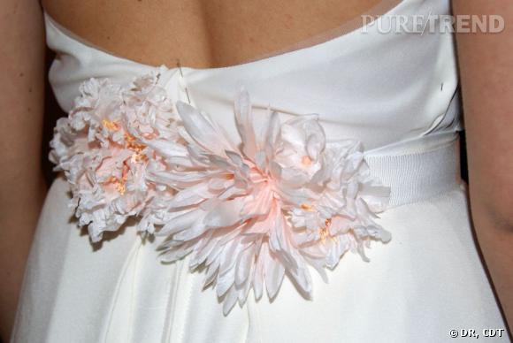 Carnet de mariage, les dernières retouches :  Coup de coeur pour les ceintures Carnets de Mariage, un mélange entre féminité et fraîcheur.