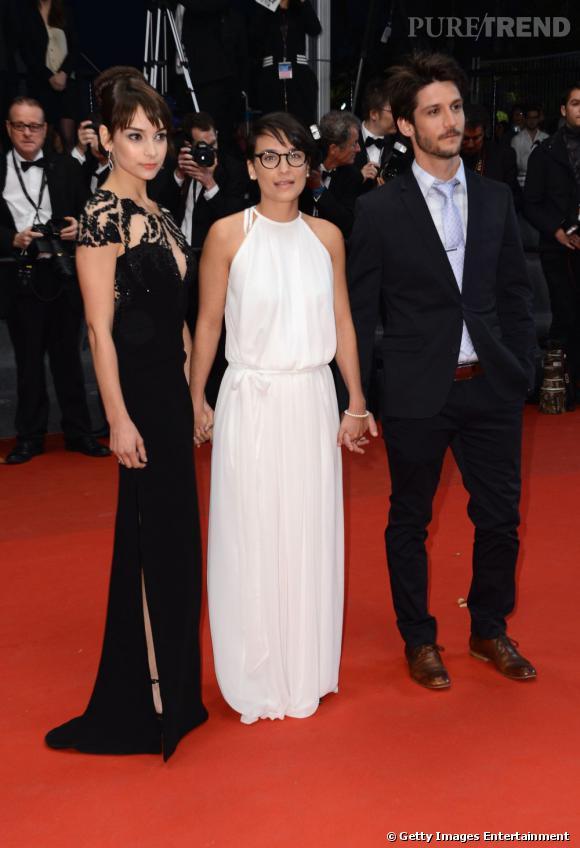 """Sophie Desmarais, Chloe Robichaud et Jean-Sebastien Courchesne à la montée des marches du film """"Sarah préfère la course""""."""