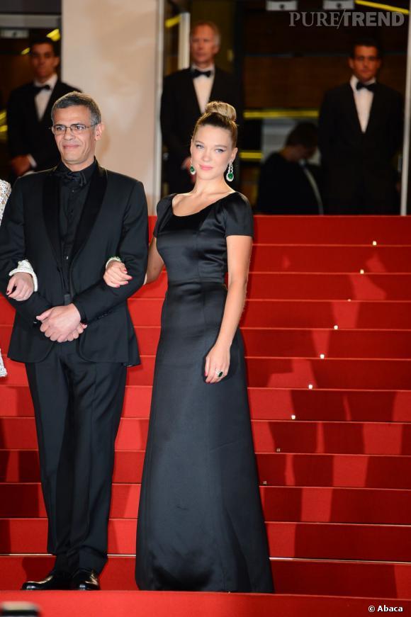 """Léa Seydoux à la montée des marches du film """"La vie d'Adèle"""" à Cannes porte des bijoux Chopard et une robe Armani."""