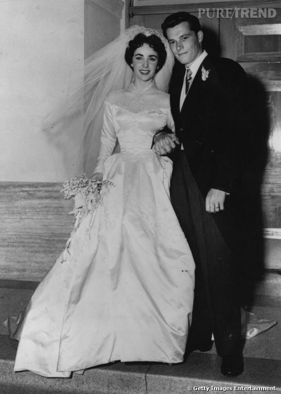 Elizabeth Taylor dans sa robe de mariée Helen Rose lors de son union avec Conrad Nicholson Hilton Jr. le 6 mai 1950.
