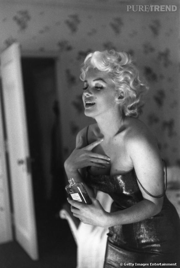 Marylin Monroe a contribué à écrire la légende du parfum Chanel n°5.