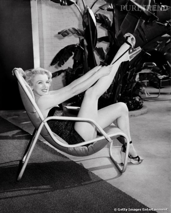 Marylin Monroe, en 1948, la belle pause en maillot et est éblouissante.