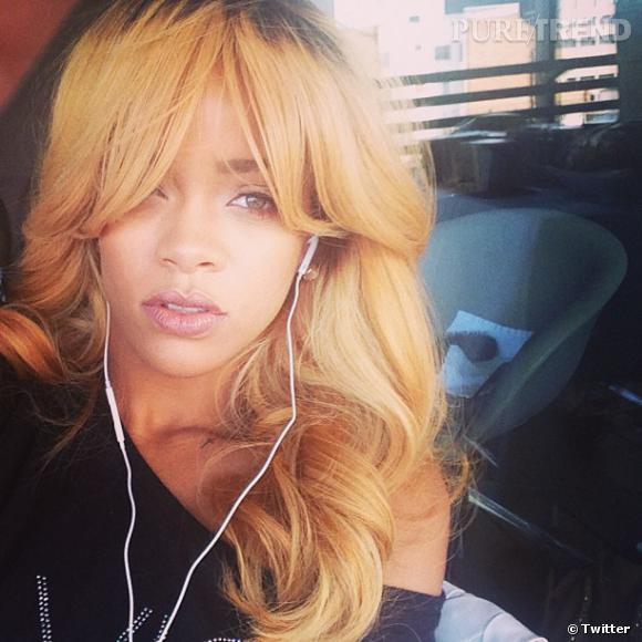 Rihanna dévoile sa nouvelle chevelure blonde à ses followers.