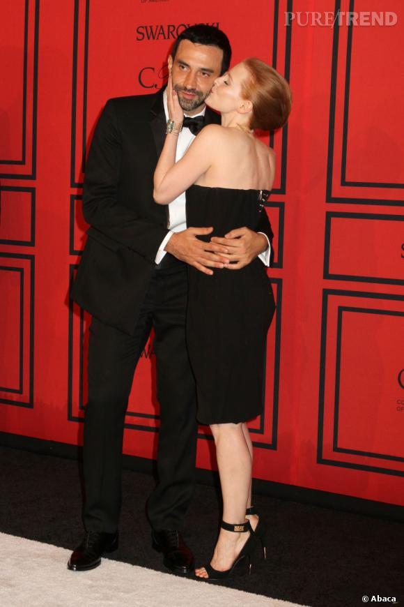 Riccardo Tisci avec Jessica Chastain lors des CFDA Fasion Awards 2013.