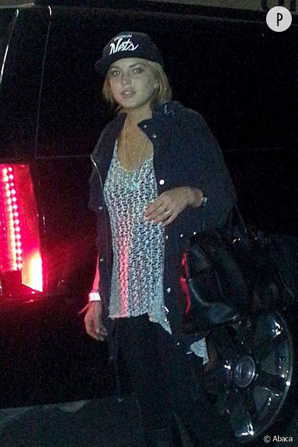 Lindsay Lohan est sortie du centre Betty Ford après 30 jours de rehab pour se voir amenée dans un autre centre.