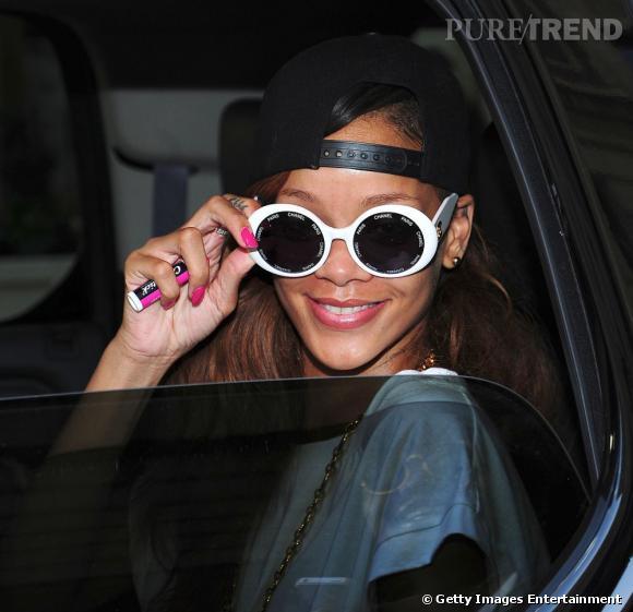 Rihanna toujours plus sexy et célèbre, c'est un nouveau record pour elle.