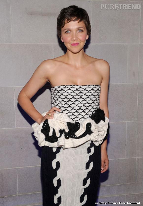 Maggie Gyllenhaal habillée pour l'occasion en Christian Dior Automne-Hiver 2013/2014.