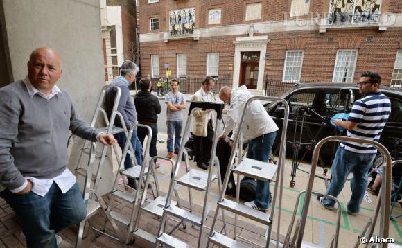 Pour ne rien rater de l'accouchement de Kate Middleton, les paparazzi et les journalistes ont déjà commencé à encercler l'hôpital.