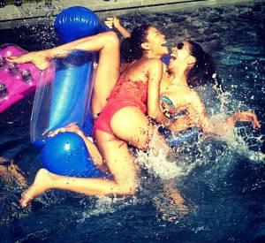 Chanel Iman s'éclate avec ses amies, à la piscine...