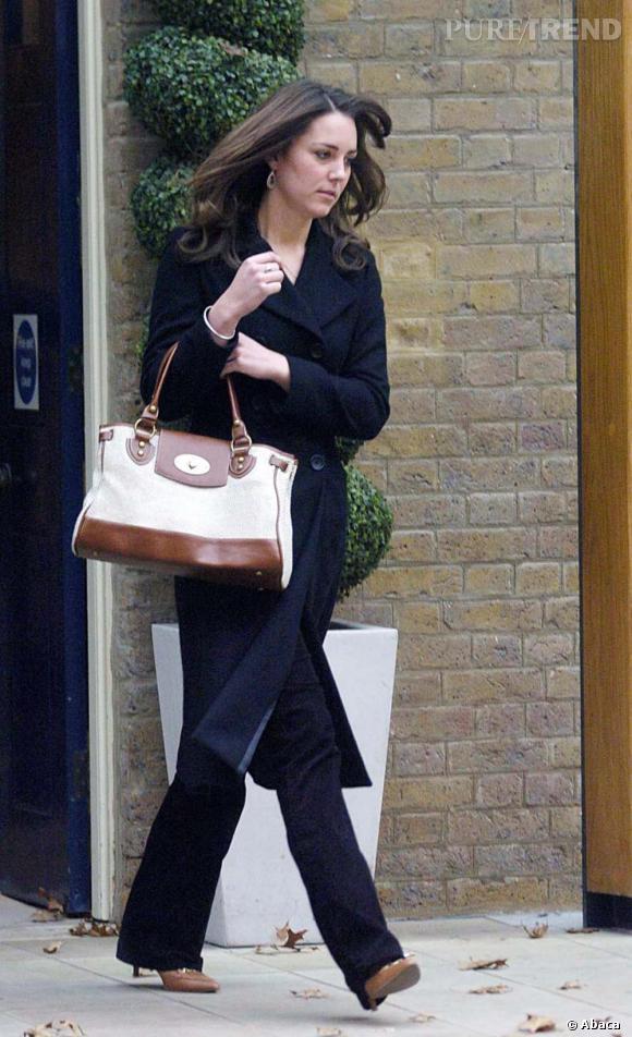 Le cas du sac : Kate Middleton      Tod's, Mulberry, c'est vers les marques de tradition anglaise que se tourne volontiers Kate.