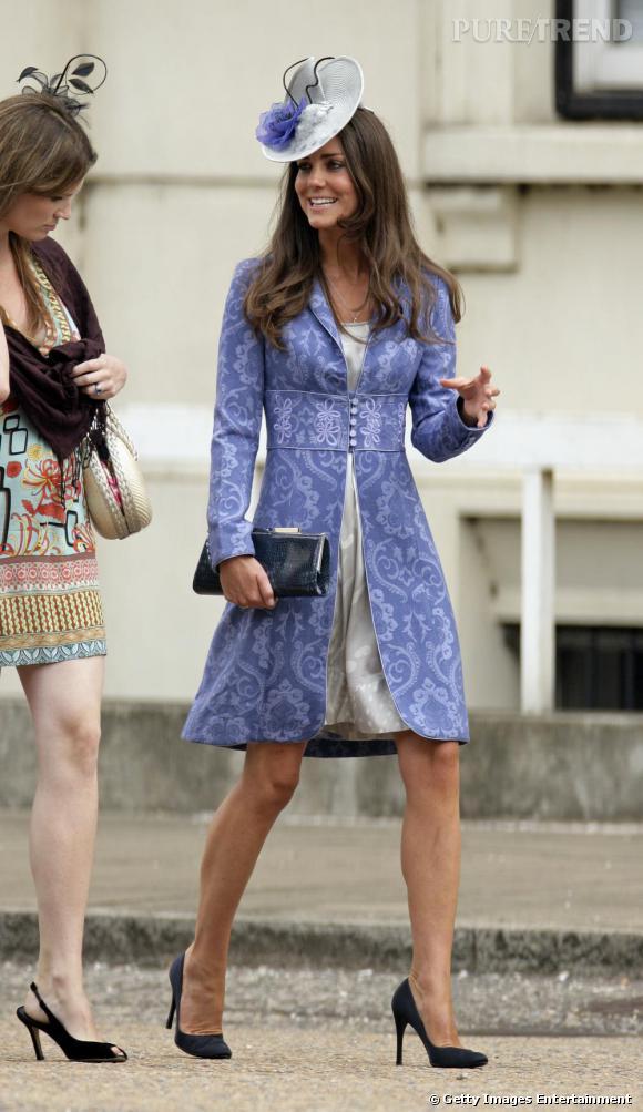 Le tailleur flashy : Kate      Pour Kate le flashy s'associe aux motifs. Comme Diana, elle opte pour une accessoirisation minimaliste.