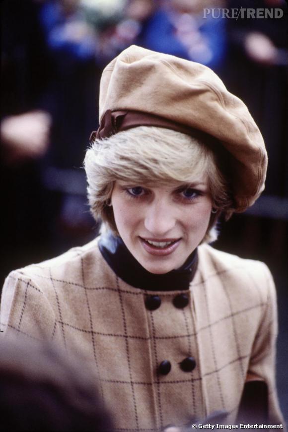 Le béret : version Diana    Bien qu'un peu désuet, il rehausse avec goût la tenue de la Princesse.