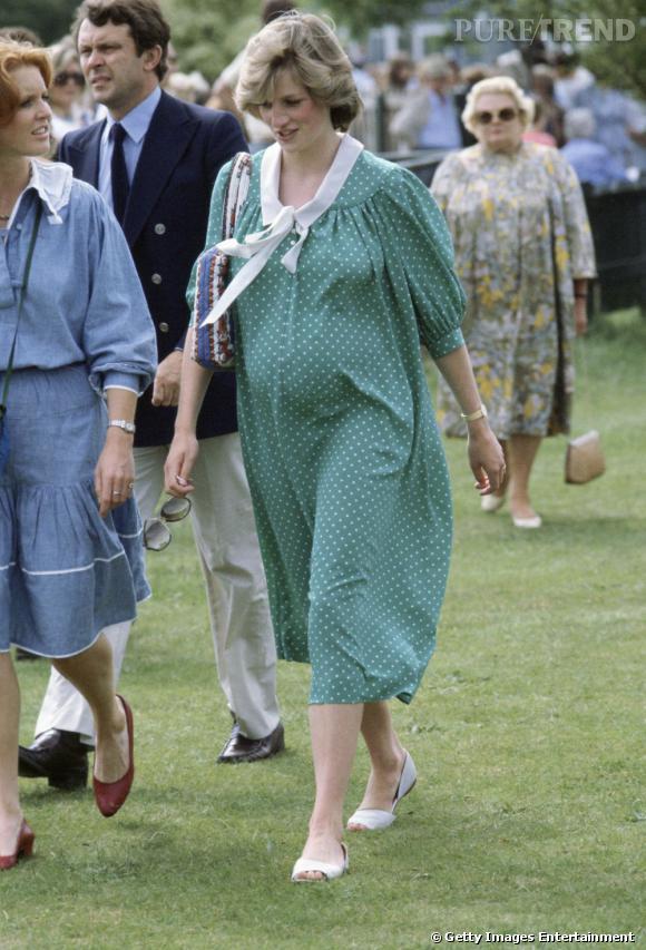La robe de grossesse : Diana    Lady Di choisit une robe ample et à pois, légèrement trop longue mais victime de la tendance de l'époque.