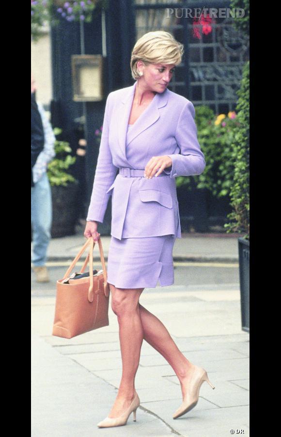 Icone mode : Diana    Tod's a rendu un hommage posthume à Diana pour sa fidélité et sa classe à porter leurs créations durant toute sa vie.