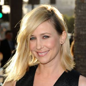 Si Vera Farmiga était brune pour le tournage du film, elle dévoile ici un joli blond d'été.