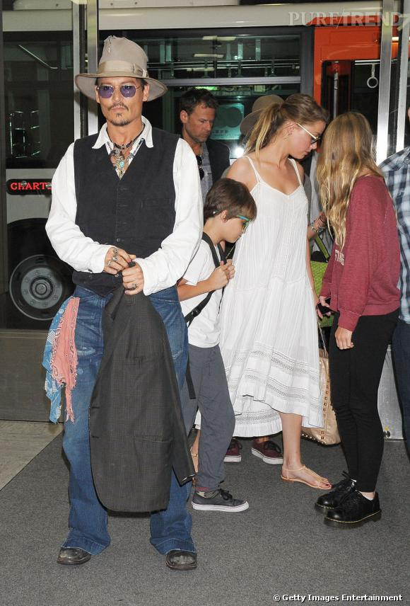 Johnny Depp et Amber Heard au Japon : le couple arrive ensemble à l'aéroport de Tokyo.
