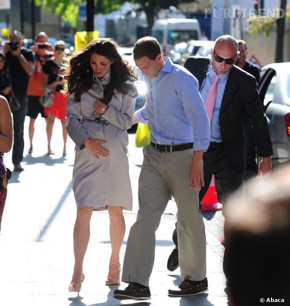 Kate Middleton ou plutôt son sosie joue au jeu de l'accouchement.