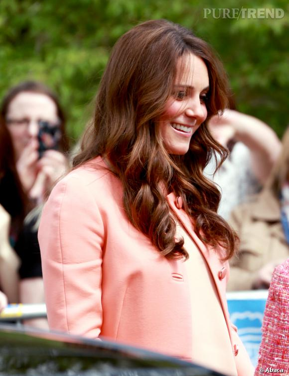 Kate Middleton affiche de jolies boucles.