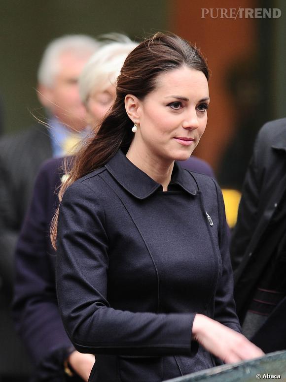 Kate Middleton, chic en demi queue de cheval.