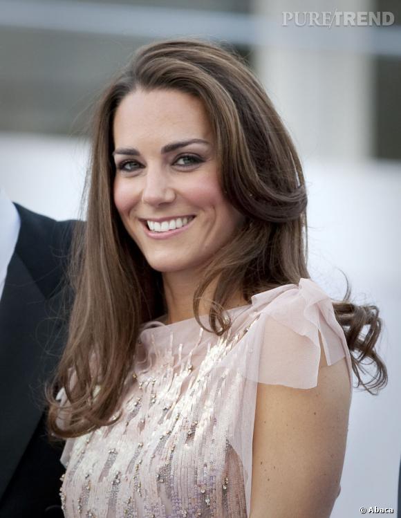 Brushing de star et sourire éclatant, Kate Middleton est superbe.