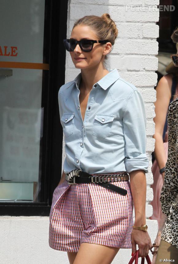 Olivia Palermo entrouvre sa chemise évitant une allure trop sévère.