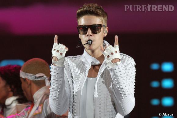 Justin Bieber n'a pas hésité à fourrer le téléphone d'une fan dans son pantalon lors de son concert à Newark.