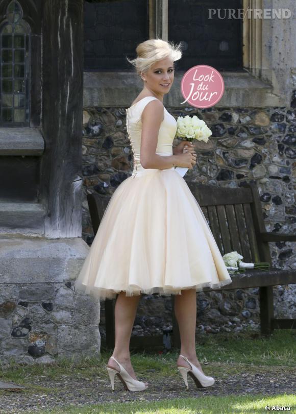 Pixie Lott superbe demoiselle d'honneur lors du mariage de sa soeur Charlie Ann dans la région de l'Essex en Angleterre.
